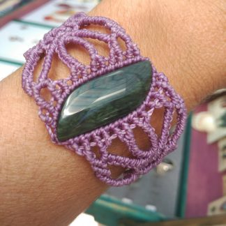 Pulsera de macramé obsidiana púrpura. pulsera hecha a mano. pulsera de macramé. Pulsera de obsidiana. Es único. Joyería artesanal. Joyería Boho