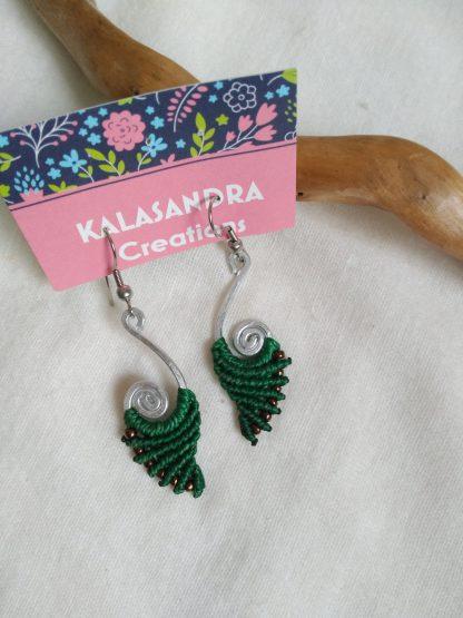 Green macrame earrings. handmade. Kalasandra earrings. Bohochick. Aluminum wire design. Bohemian earrings. Artisan jewelry