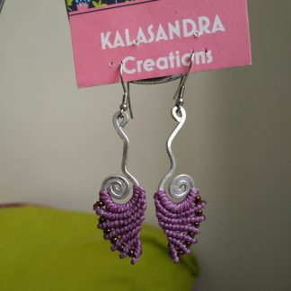 Handmade macrame earrings. Handmde aluminum wire design. Purple Macrame earrings. Boho earrings. Bohochick. Artisan jewelry
