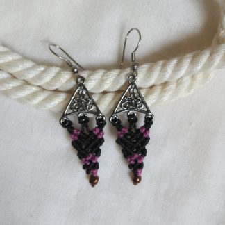Delicate black and rose macrame earrings. Boho earrings.