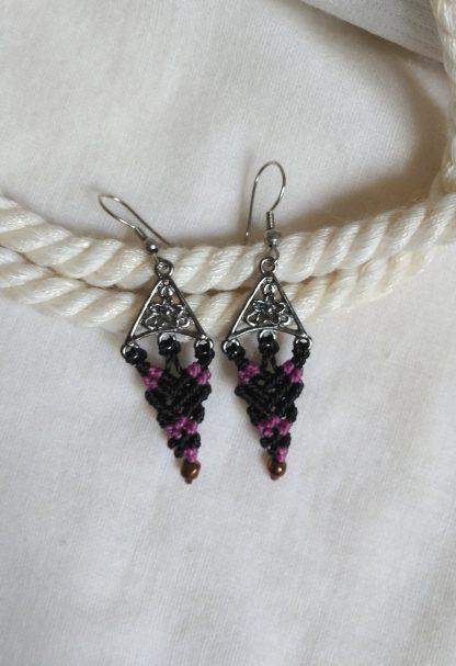 Delicate black and rose macrame earrings. Boho earrings.
