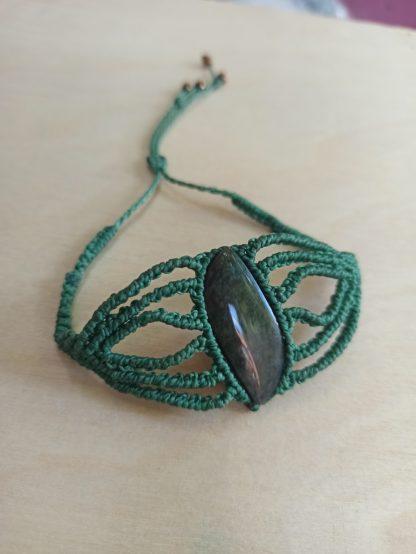 Obsidian Unique Macrame Bracelet in green color. handmade bracelet. macrame bracelet. Obsidian bracelet. One-of-a-kind. Artisan jewelry. Boho jewelry