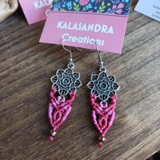 macrame earrings in red colors. Artisan jewelry. Handmade. Hippy jewelry. Bohoearrings. Bohemian